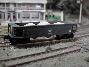 Loaded-BLH-Limestone-Hopper-N-Trains-kit